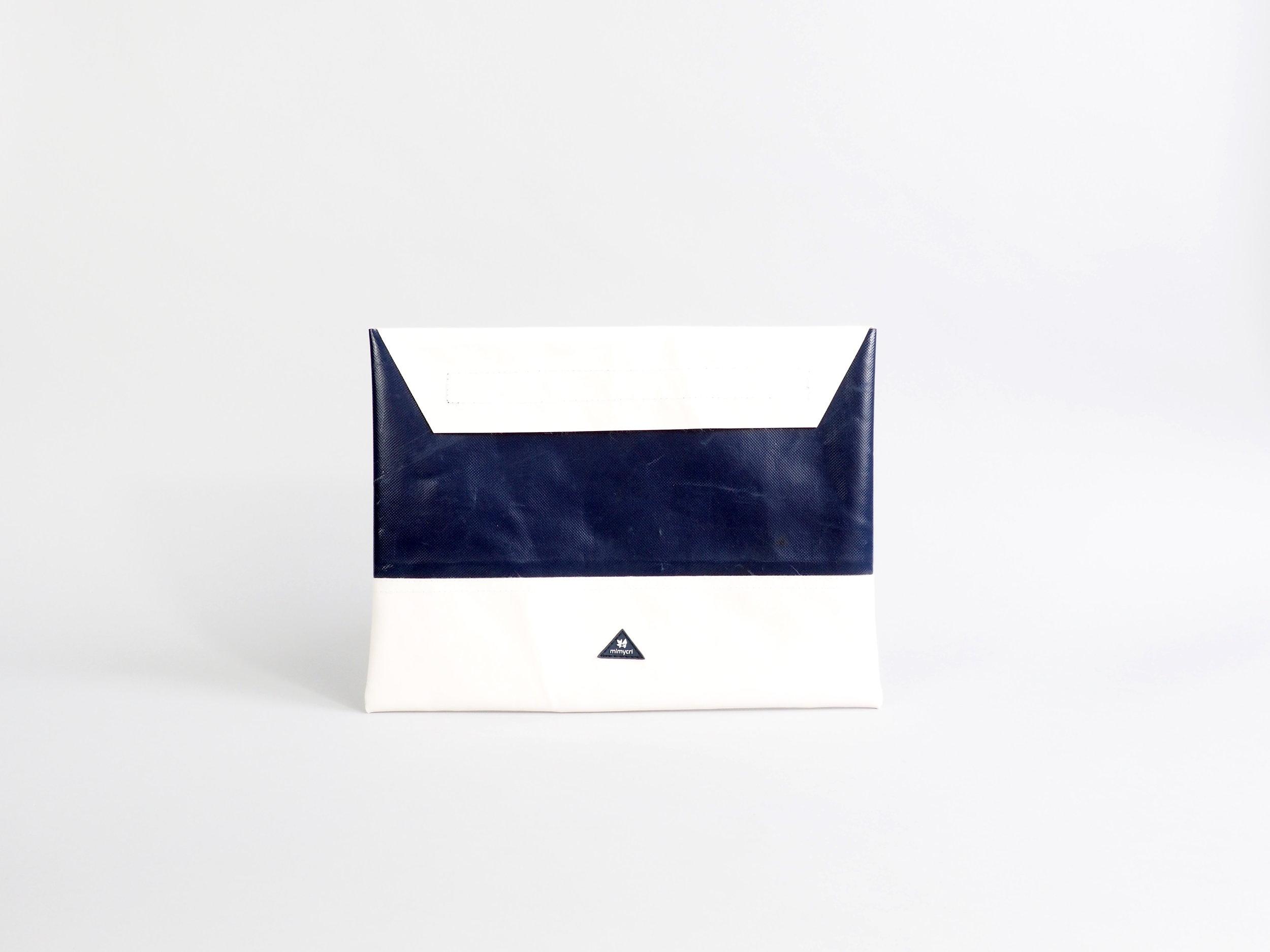 laptop blue white stehend.JPG