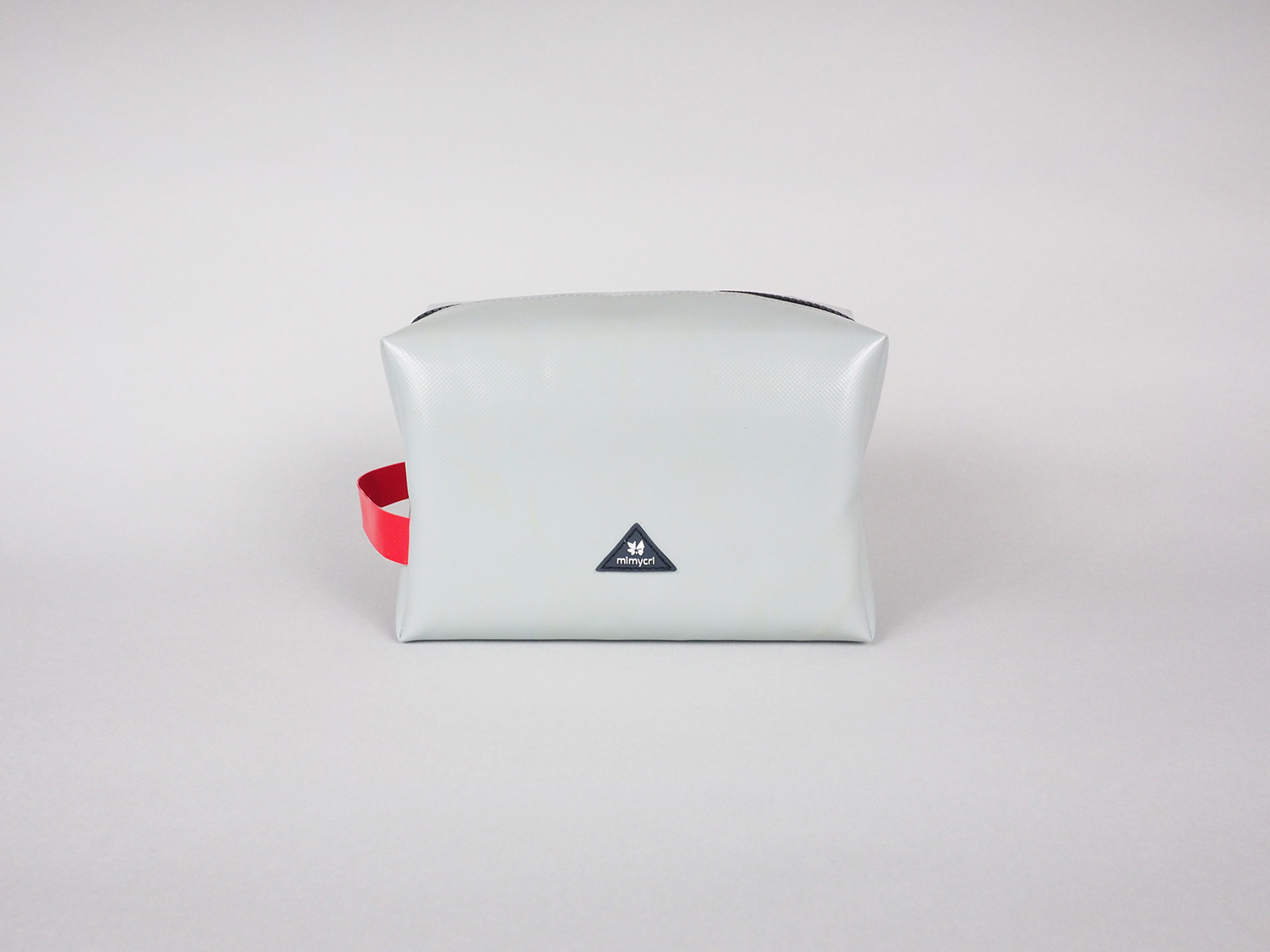 New Product ! - Have you met our wash bags?? The one who joins you on every trip. Our wash bag takes extremely good care of all your toiletries, looks absolutely stunning and makes sure that nothing leaks, which can be important in certain cases.Shop now