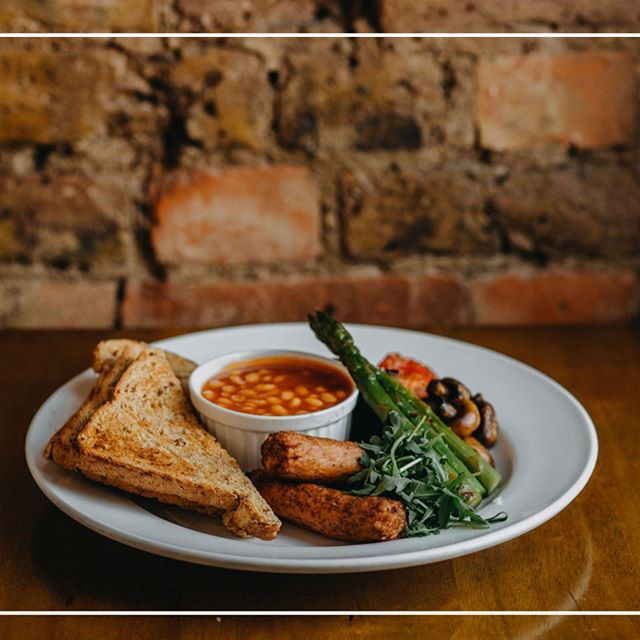The Full Vegan Brekkie! Just one of the amazing things on our Breakfast menu - served till 12pm daily! photo: @me_on_sea⠀⠀⠀⠀⠀⠀⠀⠀⠀ .⠀⠀⠀⠀⠀⠀⠀⠀⠀ .⠀⠀⠀⠀⠀⠀⠀⠀⠀ .⠀⠀⠀⠀⠀⠀⠀⠀⠀ .⠀⠀⠀⠀⠀⠀⠀⠀⠀ #fullveganbreakfast #fullvegetarianbreakfast #fullenglish #breakfast #veganoptions #vegetarianoptions #leighonsea #leighbroadway #thesqueezecafe