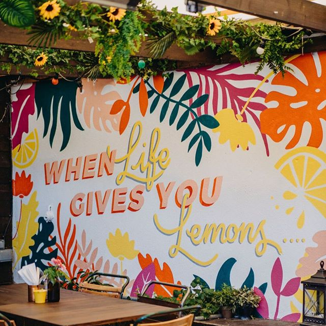 What would you do??? When life gives us lemons...we get @joeandcharlotte to paint a mural about it! ⠀⠀⠀⠀⠀⠀⠀⠀⠀ .⠀⠀⠀⠀⠀⠀⠀⠀⠀ .⠀⠀⠀⠀⠀⠀⠀⠀⠀ .⠀⠀⠀⠀⠀⠀⠀⠀⠀ .⠀⠀⠀⠀⠀⠀⠀⠀⠀ #whenlifegivesyoulemons #makelemonade #mural #roofspace #moreseating #happyplace #breakfast #brunch #lunch #smoothies #healthychoices #leighonsea #leighbroadway #thesqueezecafe