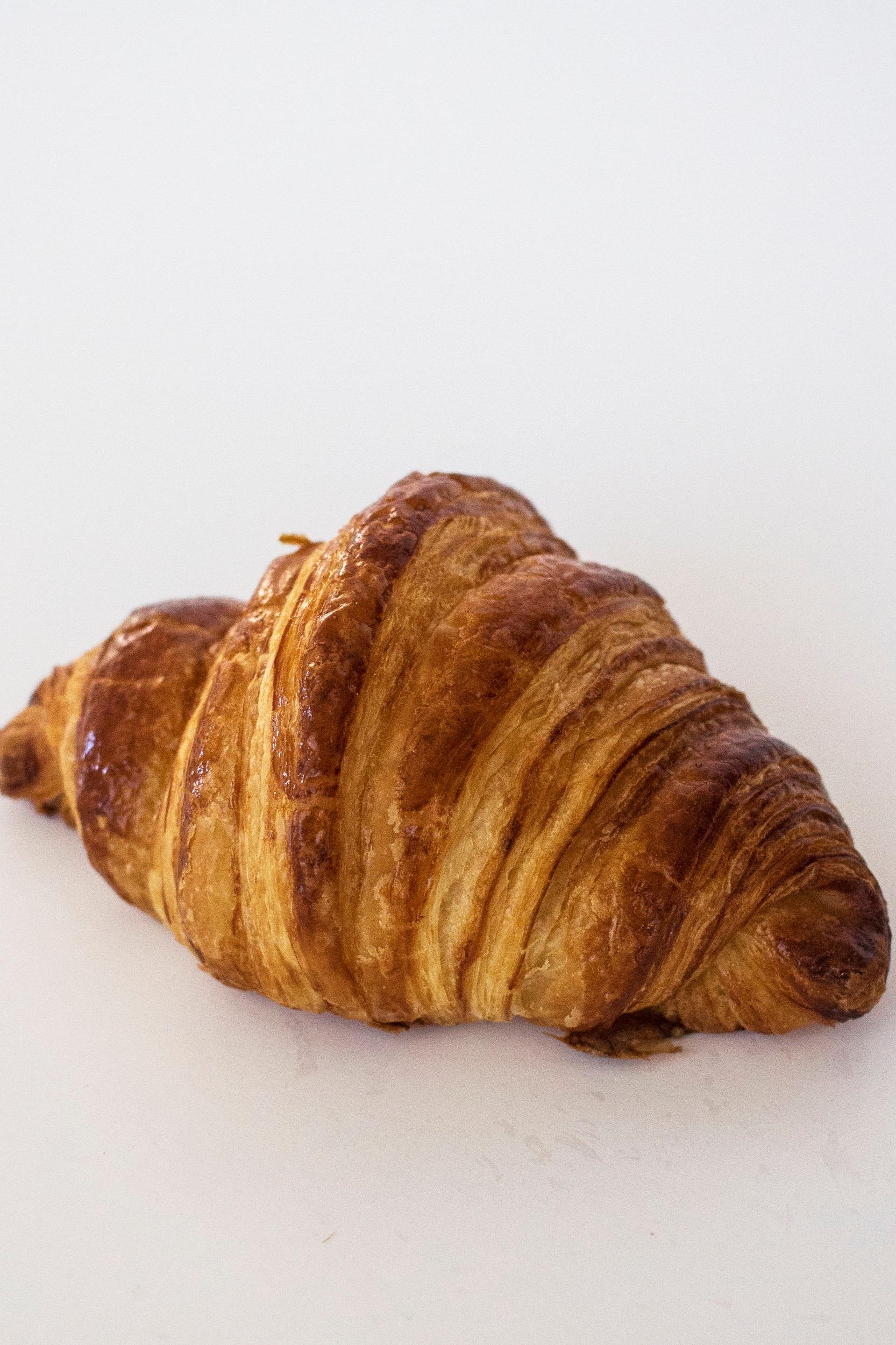 Croissant 33:- - Laktosfri CroissantInnehåll: VETEMJÖL, vatten, smör laktosfritt (GRÄDDE, salt, syrningskultur), socker, jäst, salt, VETEGLUTEN, druvsocker, vegetabiliskt fett (raps), ÄGG