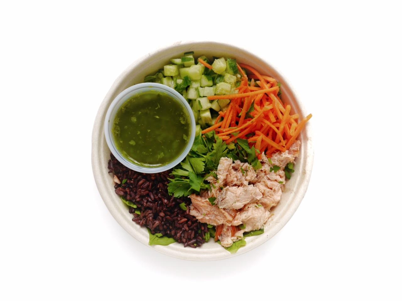 Laxsallad 105:- - Romansallad, grönkål, svart råris, avokado, ingefärspicklad morot, gurka, persilja, frömix, basilikadressing