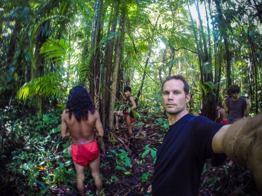 Jason (at right in the background) invited me along on a trip into the jungle with some of his Wayampi friend to find some açaí berries