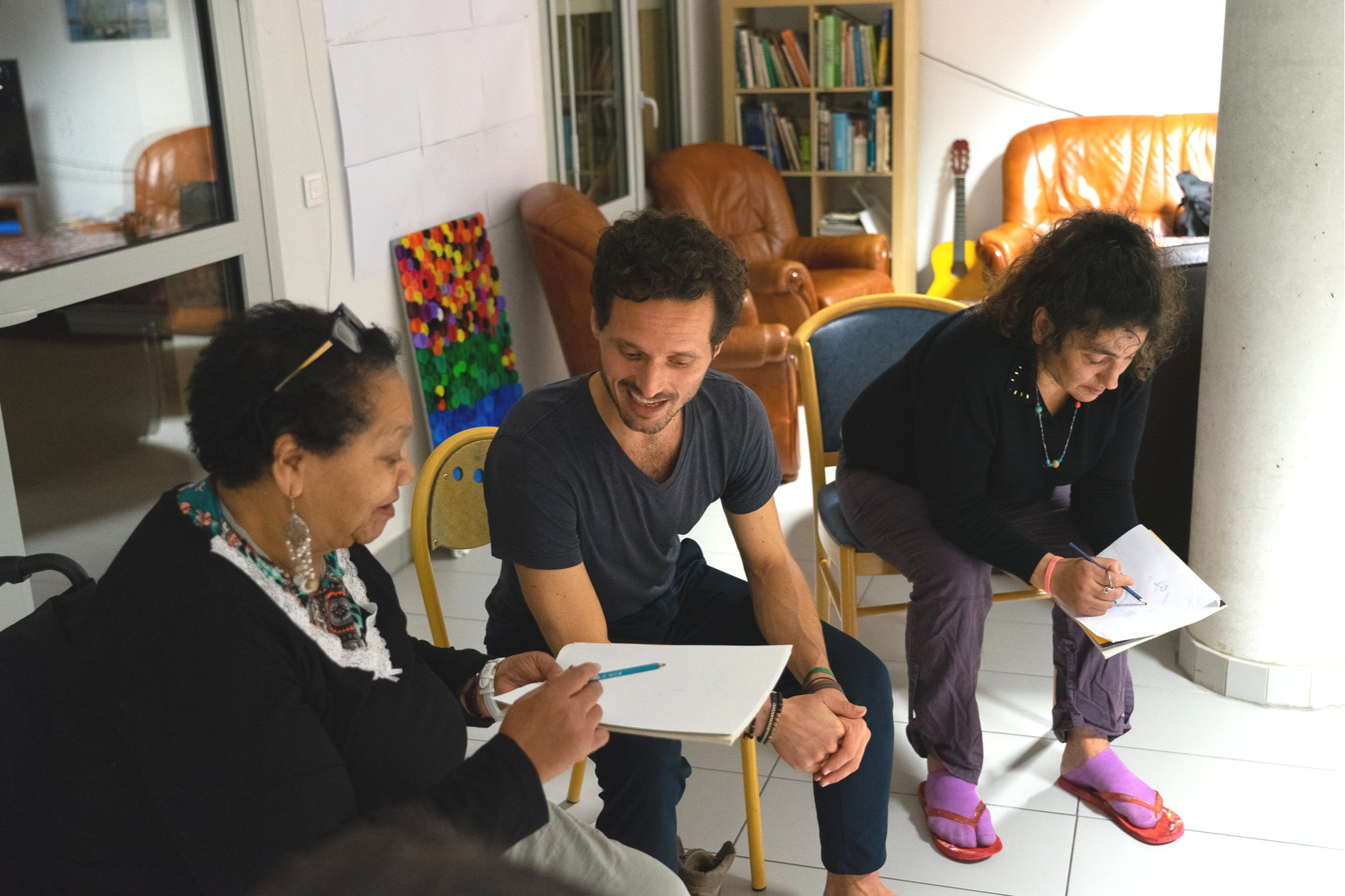 Nasera and Zineb during a sharing circle. Both live with psychic disorders. At the end of all our classes, we give to the participants the opportunity to share their thoughts and emotions with the rest of the group. In the above session, we talked about grounding and asked them to draw a tree that best represented them.