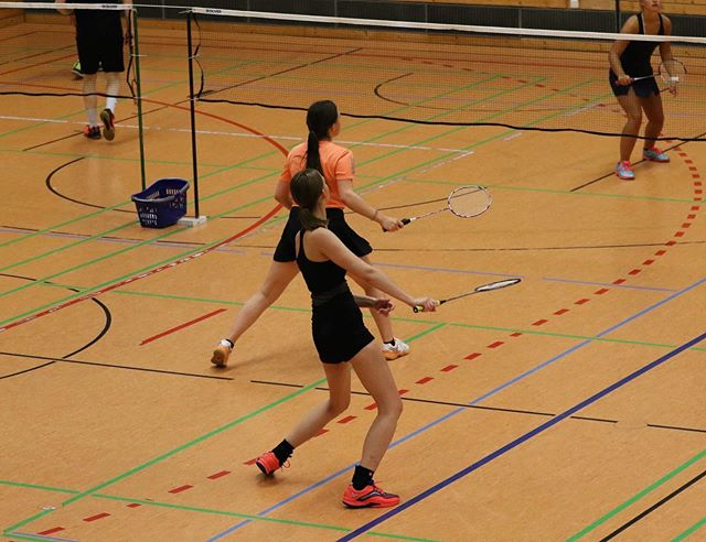 Geretsrieder Stadtmeisterschaften - Damendoppel 🏸💪🏻👭 #badminton #badmintongirls #badminton🏸 #badmintonlover #badmintonplayer #damendoppel #turniermode #turnier #fun #potd #megatage #team #girls #passion #hobby #sport #photography #liga #saison #preparation 🏸😍📸