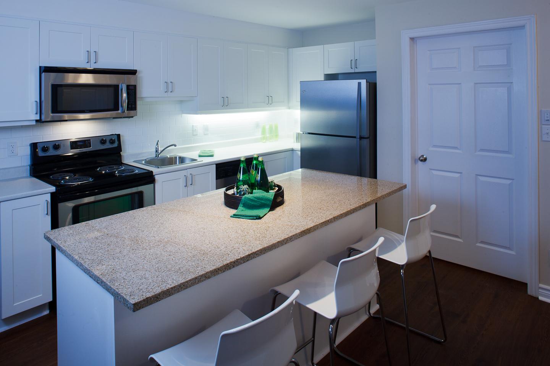 326 Alfred St. _u007c_ 3 Bedroom Suite, Kitchen Photo, Granite Counter Tops, Stainless Steel Appliances.jpg
