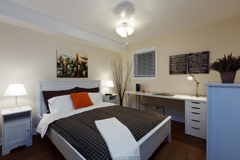 326 Alfred St. _u007c_ 3 Bedroom Suite, Large Bedroom, Fits Queen bed, dresser, desk, bedside table, hardwood floors.jpg