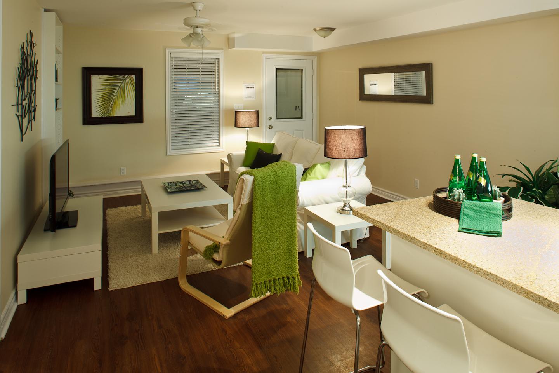326 Alfred St. _u007c_ 3 Bedroom Suite, Living Room, Hardwood Floors, Spacious, Open Concept.jpg