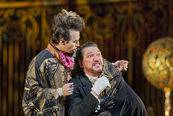Szot has since twice portrayed the scheming Dr. Falke in  Die Fledermaus  at the Met, in 2014 (pictured) and for his most recent set of bows in 2016.