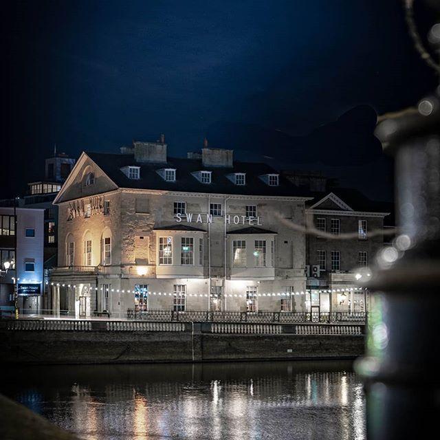 Dark blues and white swans . . . . . . . . #depthobsessed #illgrammers #agameoftones #bedford #everglow #trappingtones #fatalframes #shotz_fired #shotzdelight #sonya7iii #sonyalpha #visualambassadors #winter #way2ill #leagueoflenses #fatalframes10k #mg5k #citykillerz #afterdark #nightphotography #longexposure @lovebedford1 @bedfordindependent