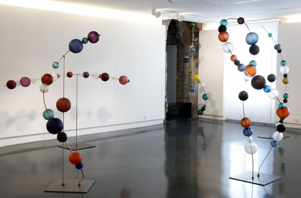 Spheres Glass Sculpture Museum Installation Guggisberg Baldwin