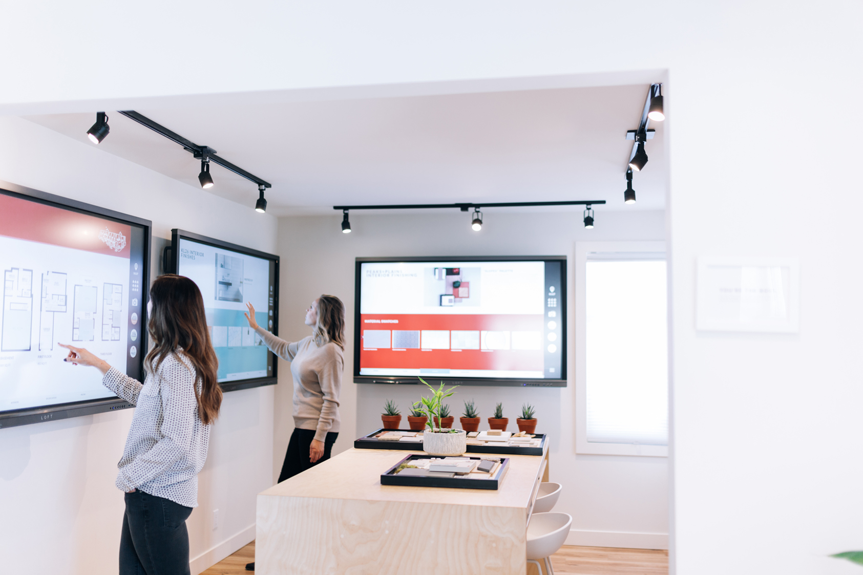 Enabling connectivity, collaboration and conversation. - We're here to help you take your meetings to another level. Our integrated software suite allows for wireless screen-sharing, interactive whiteboarding sessions and easy distribution of meeting notes and presentations.No matter the circumstance, LOFT has your business needs covered.