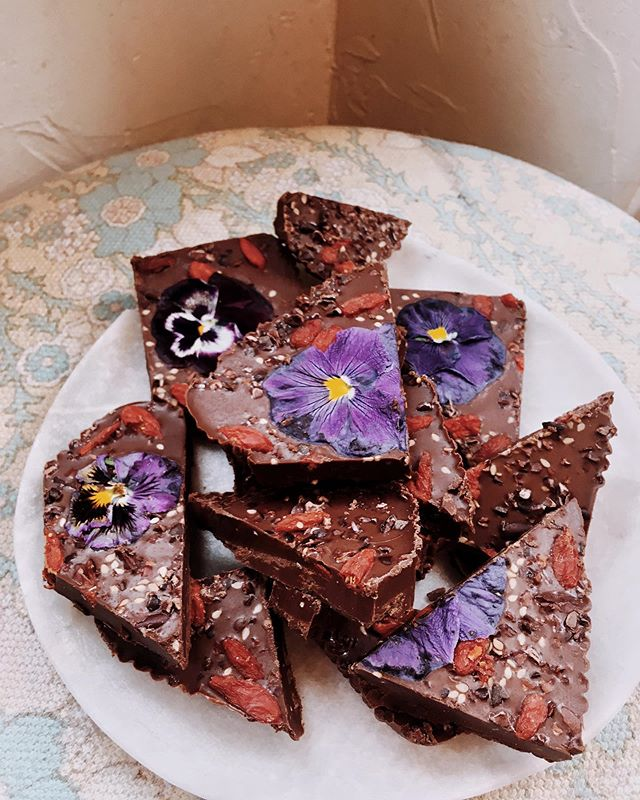 Adaptogenic Chocolate Bark infused with Ashwaghanda, Blue Vervain + Oat Straw to calm the nerves and open the heart. For the beauties at my workshop at @freepeopleuk last night.  Words can't describe the joy it gives me to share knowledge on herbs and inspire a more intuitive attitude towards movement and nutrition to people who are so willing to explore. There's still time to book onto my Healing Liquids + Skin Potions workshop @modern_society_london this Sunday ✨ #fearlessbodies