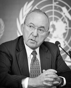 Richard J. Goldstone , former member of the Constitutional Court of South Africa and former chief prosecutor of the International Criminal Tribunals for the former Yugoslavia and Rwanda