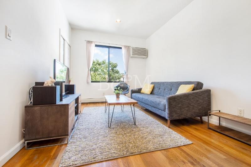 608 Lorimer St, #3R - Williamsburg | Brooklyn    1 Bedroom // 1 Bath Days on Market — 47 Sold Price:    $665,500