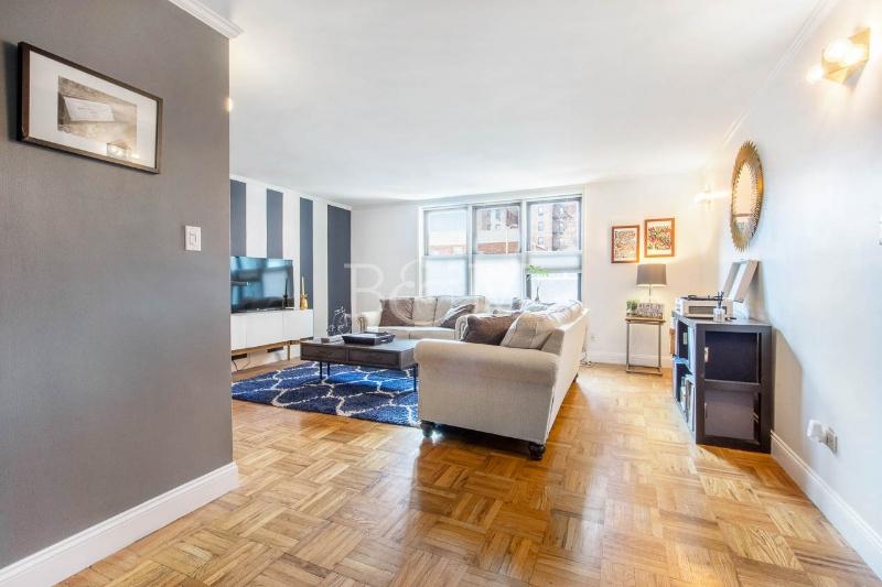515 E7th St, #1G - Windsor Terrace | Brooklyn    1 Bedroom // 1 Bath Days on Market — 40 Sold Price:    $485,000