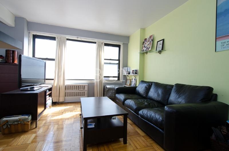 245 E24th St, #6H - Kips Bay | Manhattan    1 Bedroom // 1 Bath Days on Market — 36 Sold Price:    $476,000