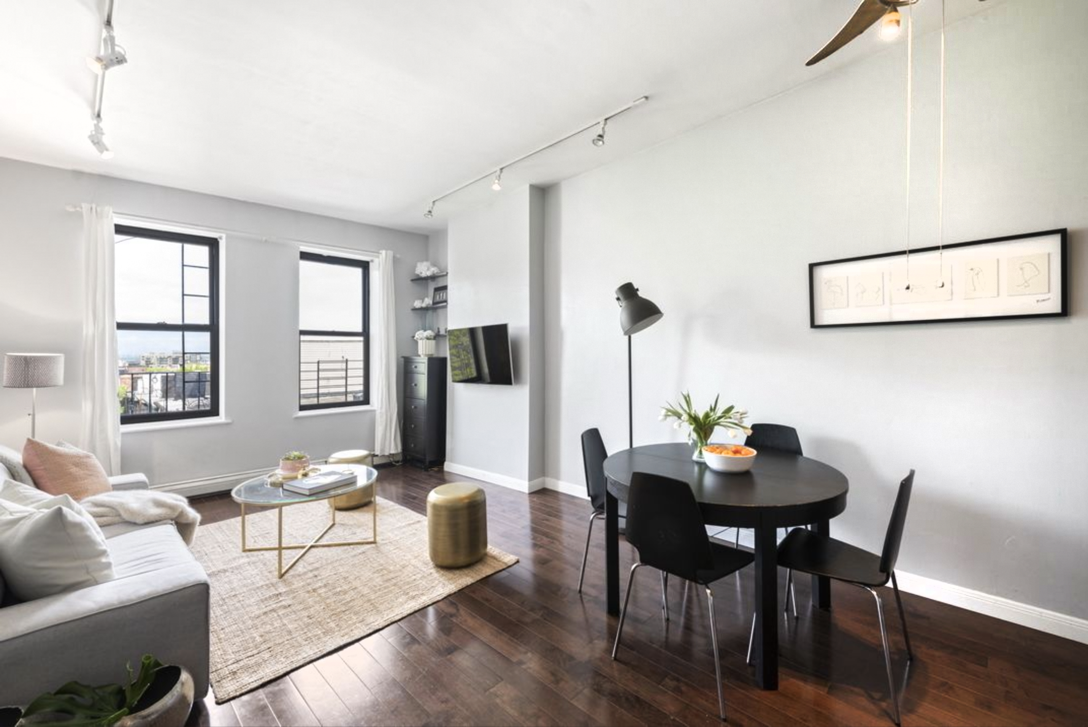 412 Seventh Ave, #4R - Park Slope | Brooklyn    2 Bedroom // 1 Bath Days on Market — 134 Sold Price:    $800,000