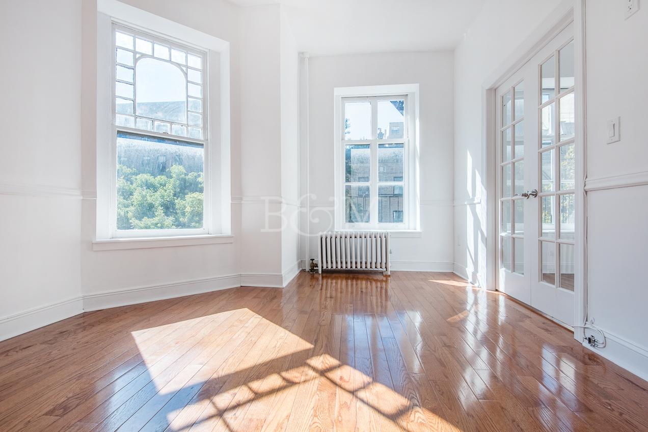 25 Pierrepont St, 5 - Brooklyn Heights | Brooklyn    2 Bedroom // 1 Bath Leased Price:    $3,500