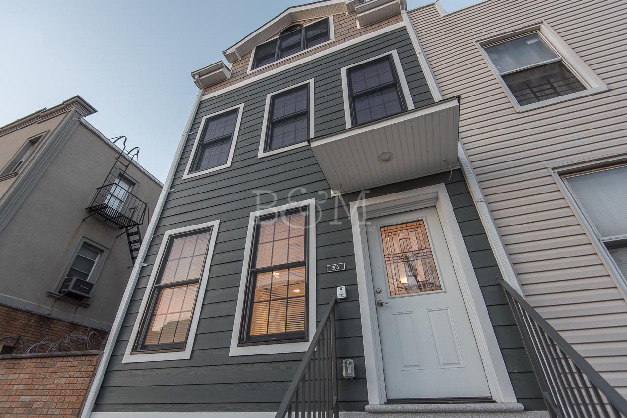 205 Powers St, 2 - Williamsburg | Brooklyn    3 Bedroom // 2 Bath Leased Price:    $4,500