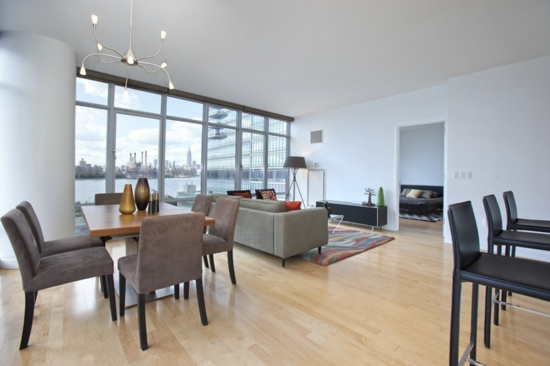 1 Northside Piers, #5D - Williamsburg | Brooklyn    2 Bedroom // 2 Bath Days on Market — 15 Sold Date: November 2012 Sold Price:    $950,000