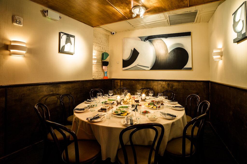 Gran Tivoli Dining Area with Artwork