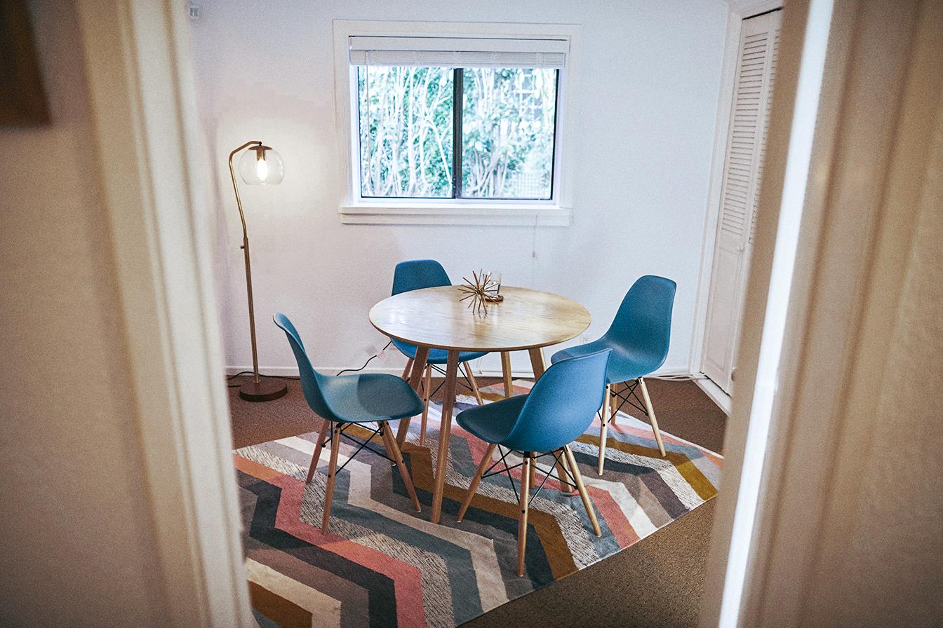 GET YOUR - MEETING ROOM