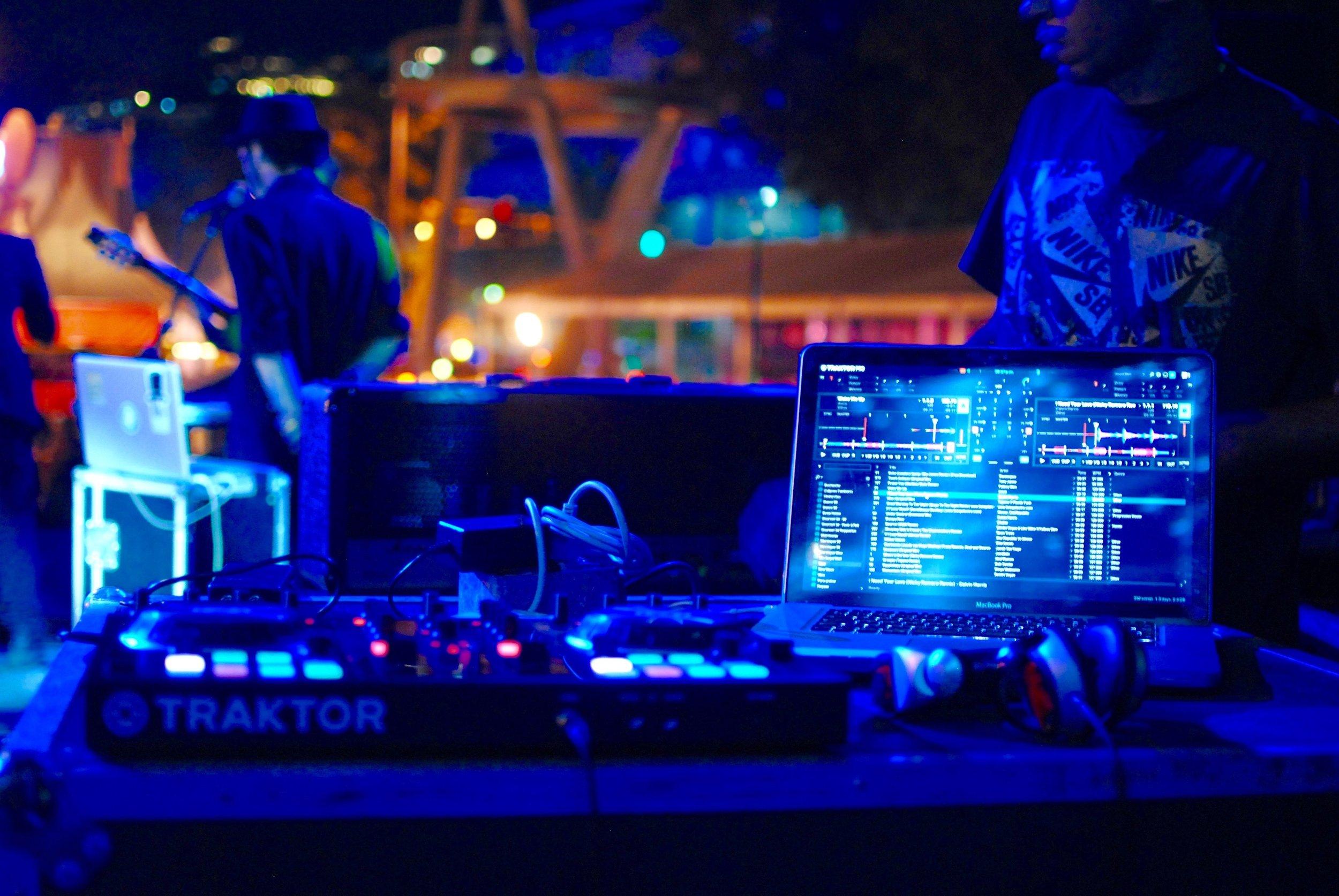 audio-mixer-dj-equipments-462503.jpg