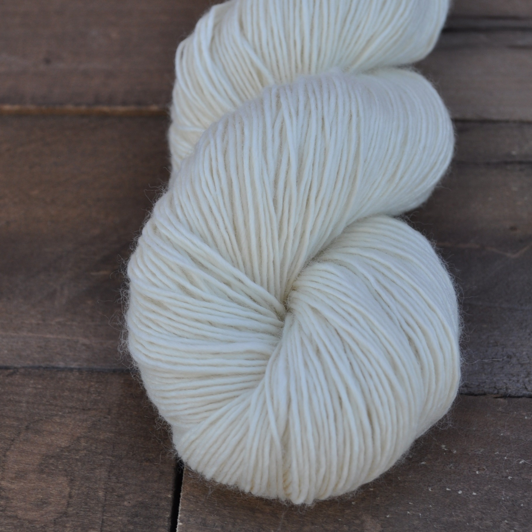 SEXY SINGLE - springy and super soft, this single-ply merino base is perfect for sweaters and accessories of all kinds! it lends beautiful stitch definition to garments, hats, or even socks. we especially love it for shawls!100% superwash merino, single ply400 yd/100 g
