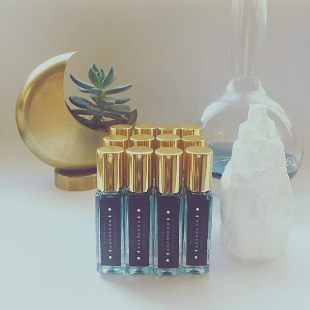 ❄️🌙b l u e  m o n d a y🌙❄️ Fresh batch of Moondrop Blue Tansy facial oil soaking up the good vibes 😊  #bluetansy #selenite #moisturize #facialoil #naturalbeauty #organic #skin #ayurveda #crystals #goodvibetribe #blue #instagood #vegan #crueltyfree #antiaging #ecochic #conciousbeauty