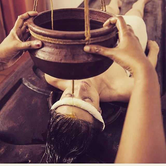 The rite of anointing: So many cultures around the world have a beautiful tradition of anointing with oil. Oil serves as an emollient, yes, but it also conveys a message of comfort, abundance, and connection to the sacred. In the Ayurvedic treatment called Shirodhara, a continuous stream of warm oil is poured onto one's forehead (on the third eye area). This serves to calm, relax, and has a cleansing effect on the mind and nerves. What is your favorite way to incorporate oil in your beauty practice?  Thanks to @tri_dosha for the lovely image!  #ayurveda #shirodhara #oil #facialoil #naturalbeauty #holistic #sacred #instagood #greenbeauty #ecochic #vegan #beauty #skin #antiaging #relaxing #panchakarma #naturalmedicine #healing #fall