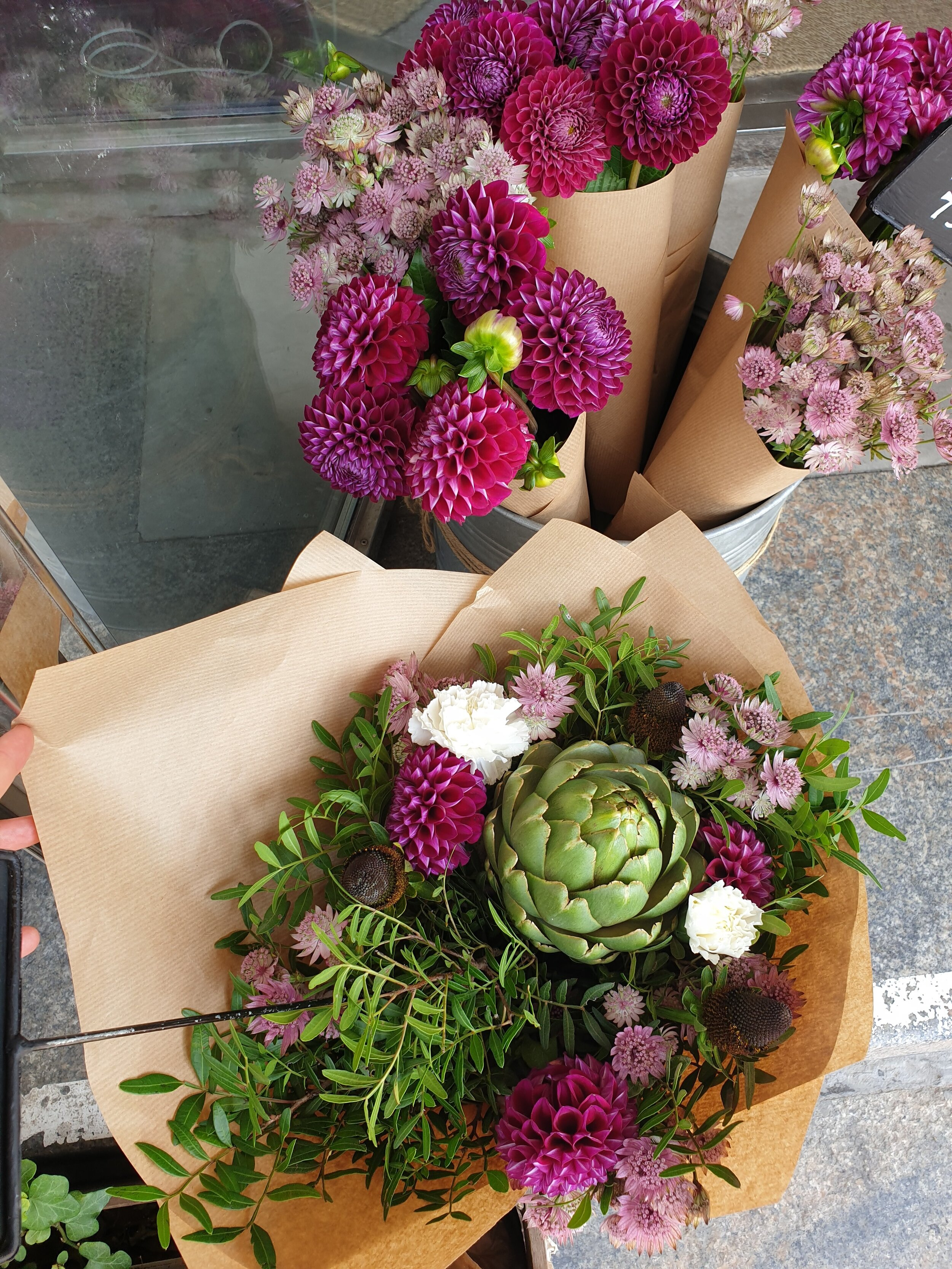 If you wanna stop for design in Lund, this is your place. Beautiful bouquets are not gonna leave you empty-handed.