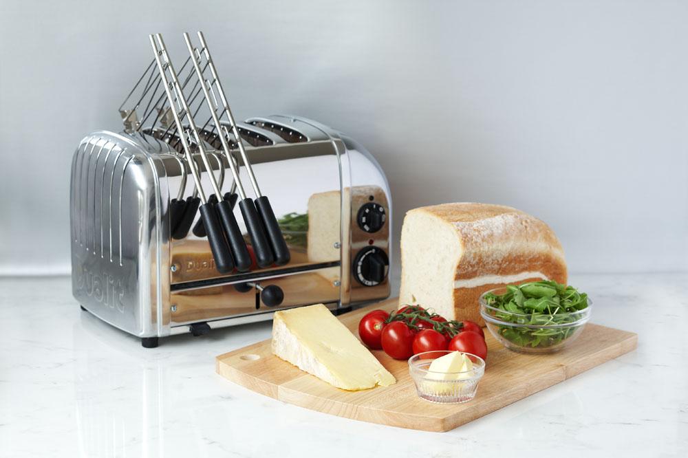 Dualit Classic Toaster 4-Schlitz-polished mit Sandwichzange-Lifestyle-web.jpg
