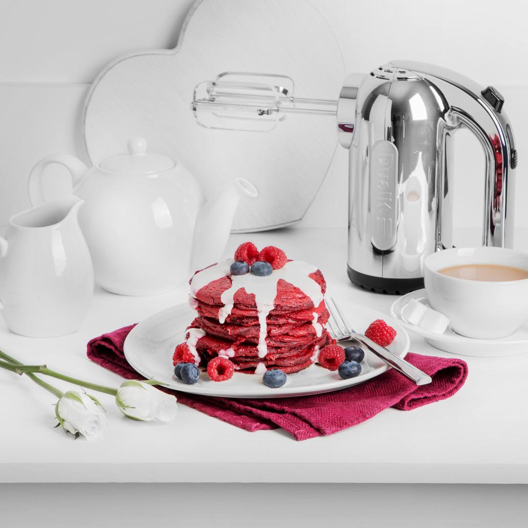 Dualit Handmixer-chrome-Lifestyle-Pancakes-web.jpg