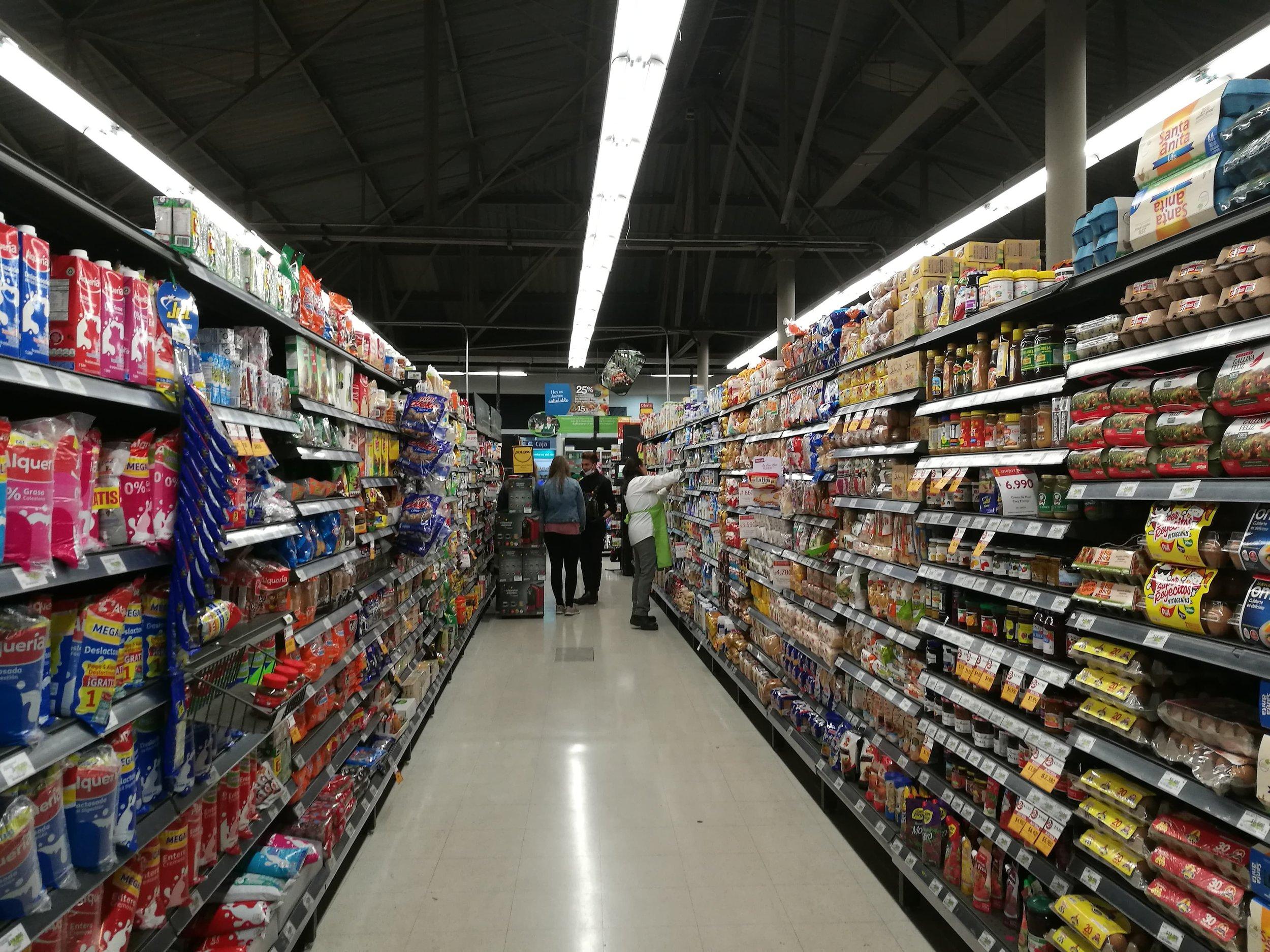 Shopping - Første dag ble brukt til å bli litt kjent med området, ble introdusert til en dyr butikk med mye utvalg (se bilde) og en lokal butikk der vi ble anbefalt å handle dagligvarer.