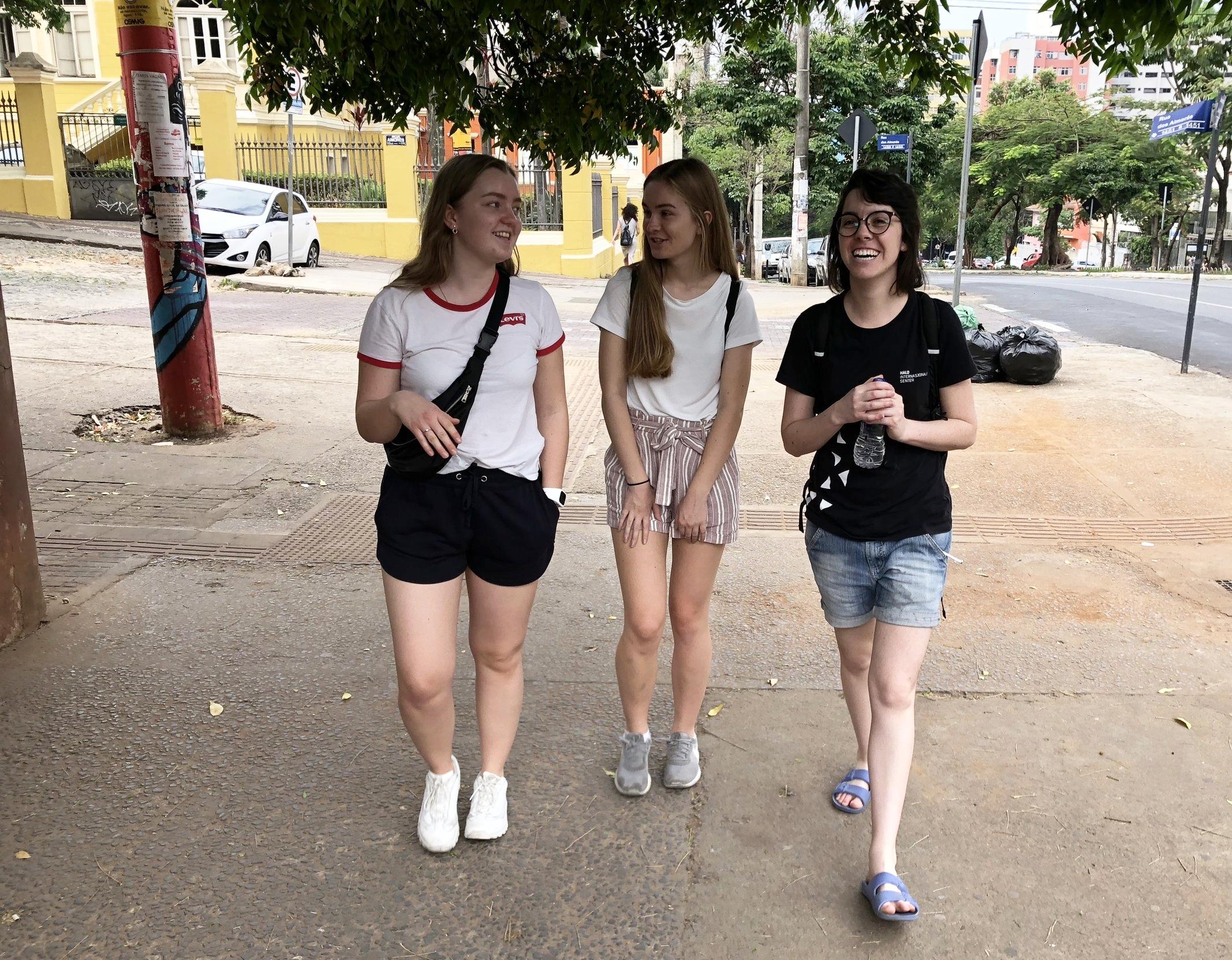 Utforsker gatene i Belo Horizonte med Deborah - Hald-student (fra Brasil) for to år siden, og god venn.