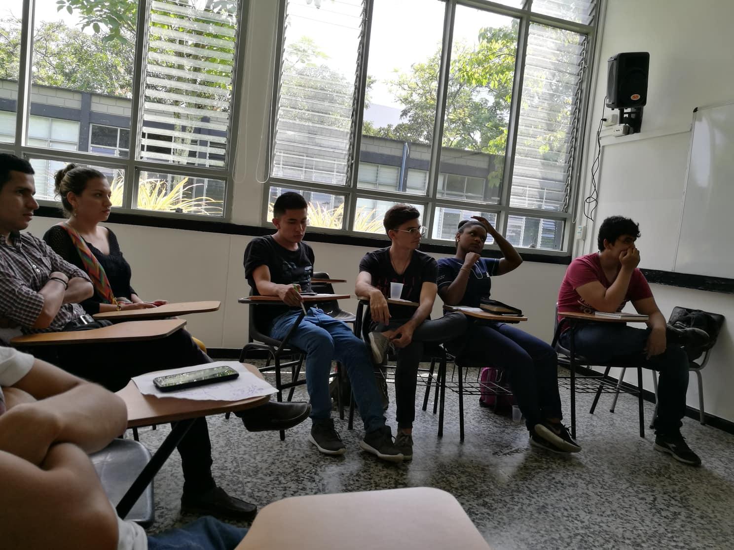 Det kom både nye og gamle studenter for å høre på det vi hadde å snakke om. Det var ekstra stas at de var så engasjerte i arbeidet vårt. -