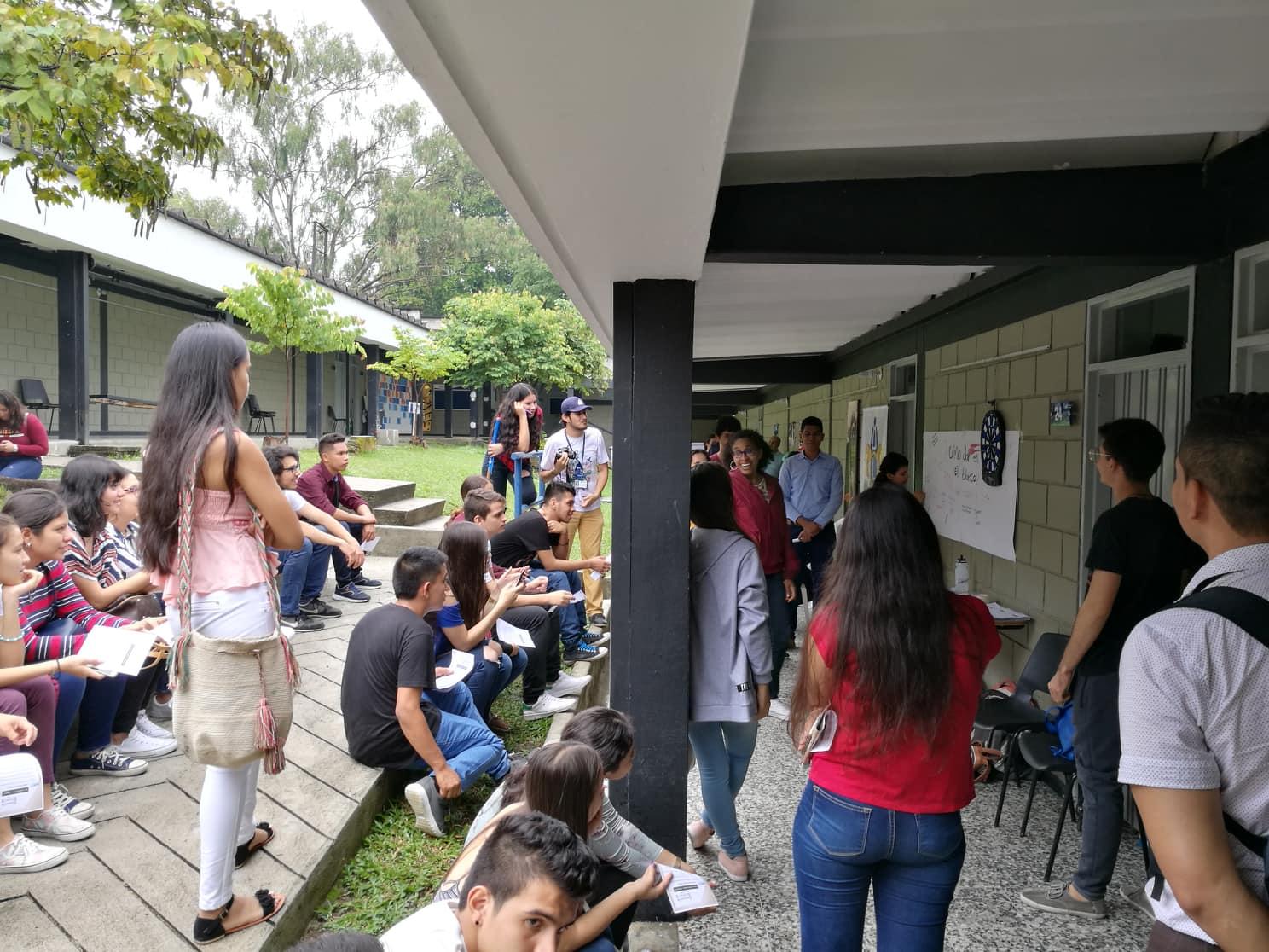 UCU hadde sin egen stand hvor de delte ut info, svarte på spørsmål og hadde leker. Her var det bare å spre det gode budskap så fort som mulig før studentene gikk til neste stand. -