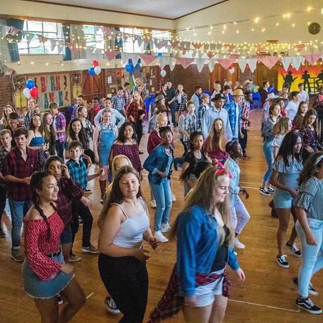 Wonderful photos from our annual Grd 7 dance at Kirstenhof Primary 🤠 #westernthemepartys#swingyourpartner#interactivefun#easydancing#funforallages#linedancing#cowboyboots#yeehaaah#birthdaypartyfun#corporateevents#fundraisingideas