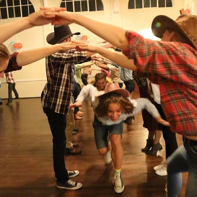 What a wonderful dance I had on Friday night, such an enthusiastic crowd celebrating Sarah's 18th Birthday. Thanks to Paull Lawrence for the lovely photos!