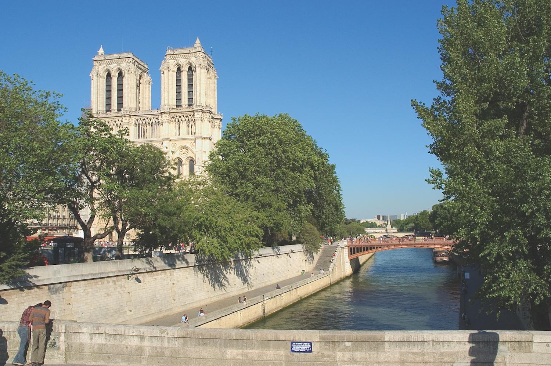 Notre Dame - Relais Christine Paris - luxury hotel - travelling with kids L'Île aux Fées