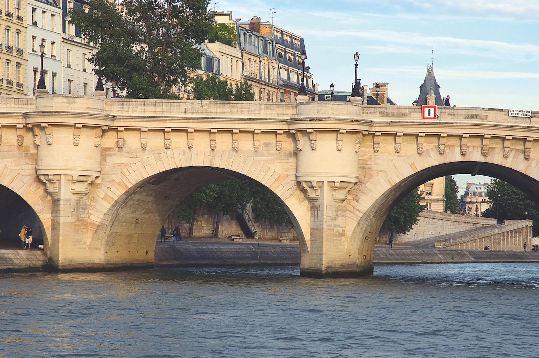 Pont Neuf - Relais Christine Paris - luxury hotel - travelling with kids L'Île aux Fées