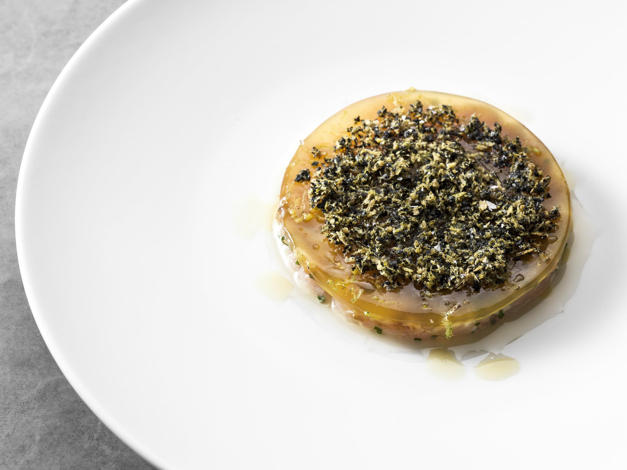 Jan Sobecki | Albecore tonijn, passievrucht, nori en koriander.