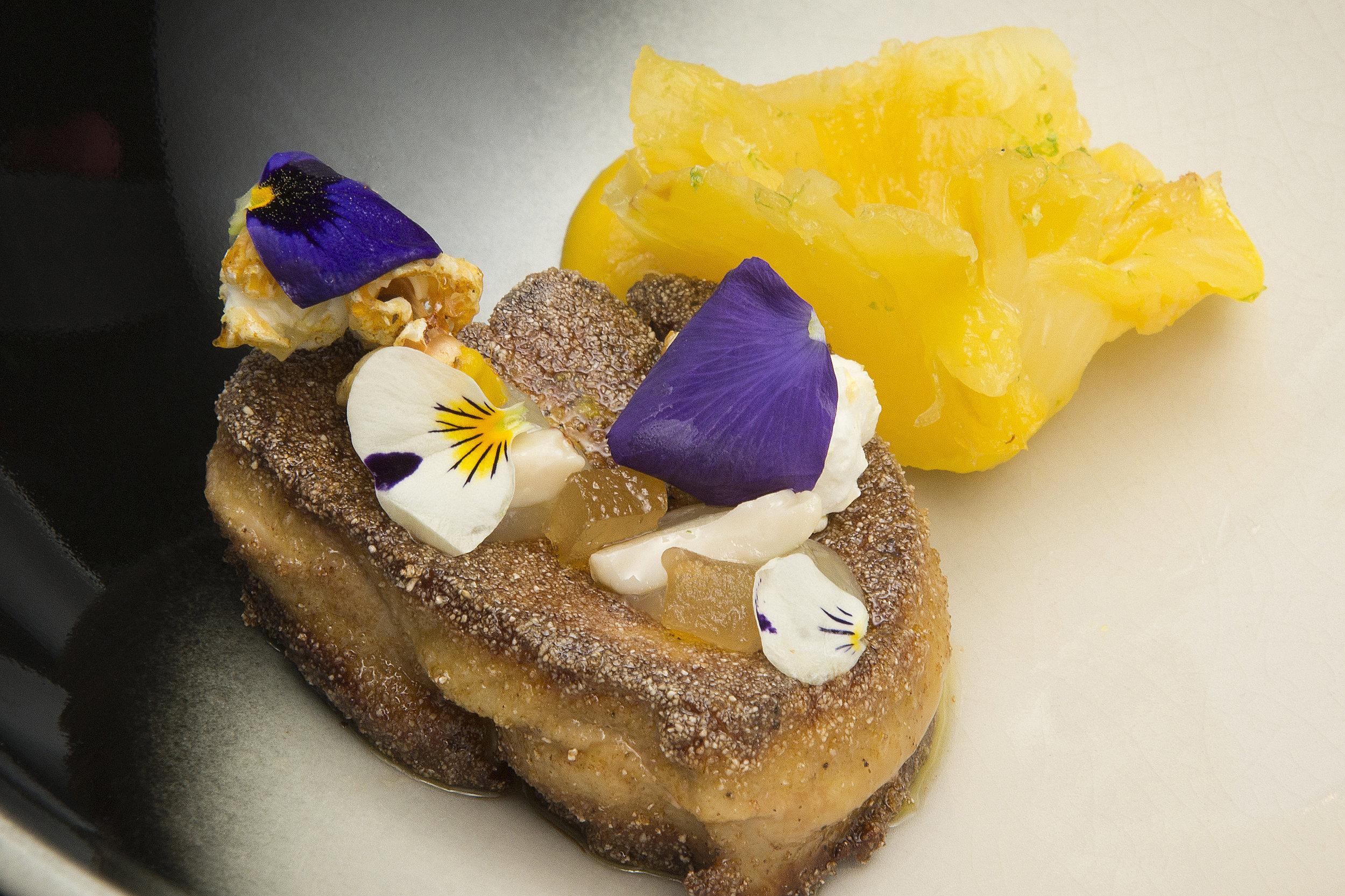 Bart de Pooter | Ganzenlever, ananas van de bbq, mais, pinda en gekonfijte bergamot schil