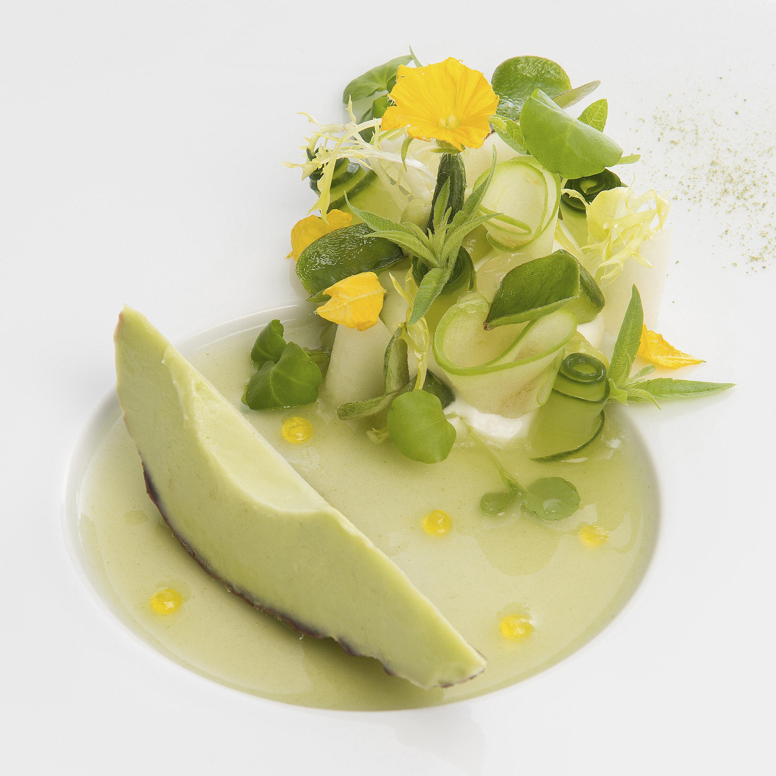 Sidney Schutte | Avocadosorbet, chartreuse, groene appel, komkommer en yoghurtui, kalfsjus met salie linzen en pijnboompitten