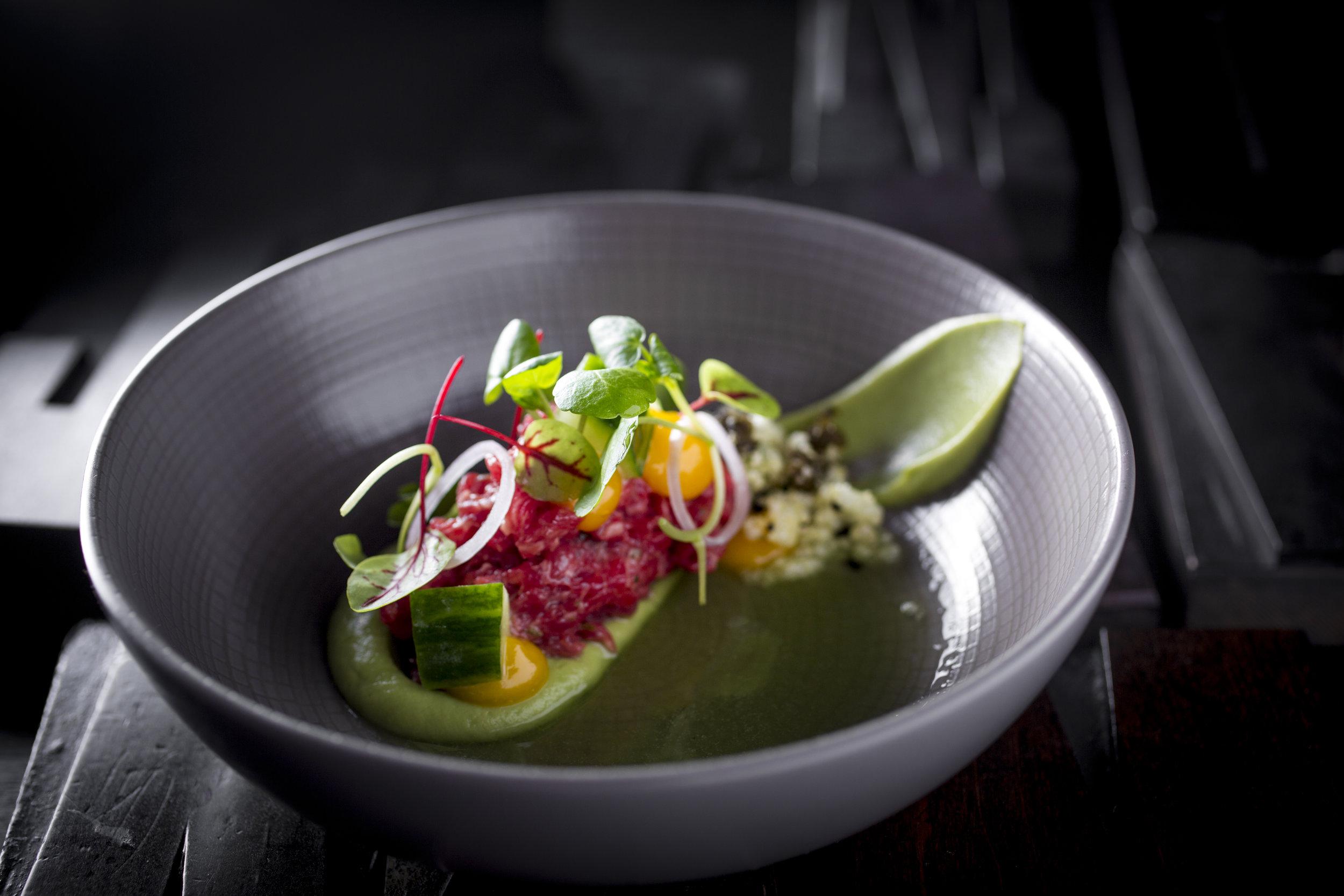Roger Rassin | USA bavette, avocado, eidooier en komkommer
