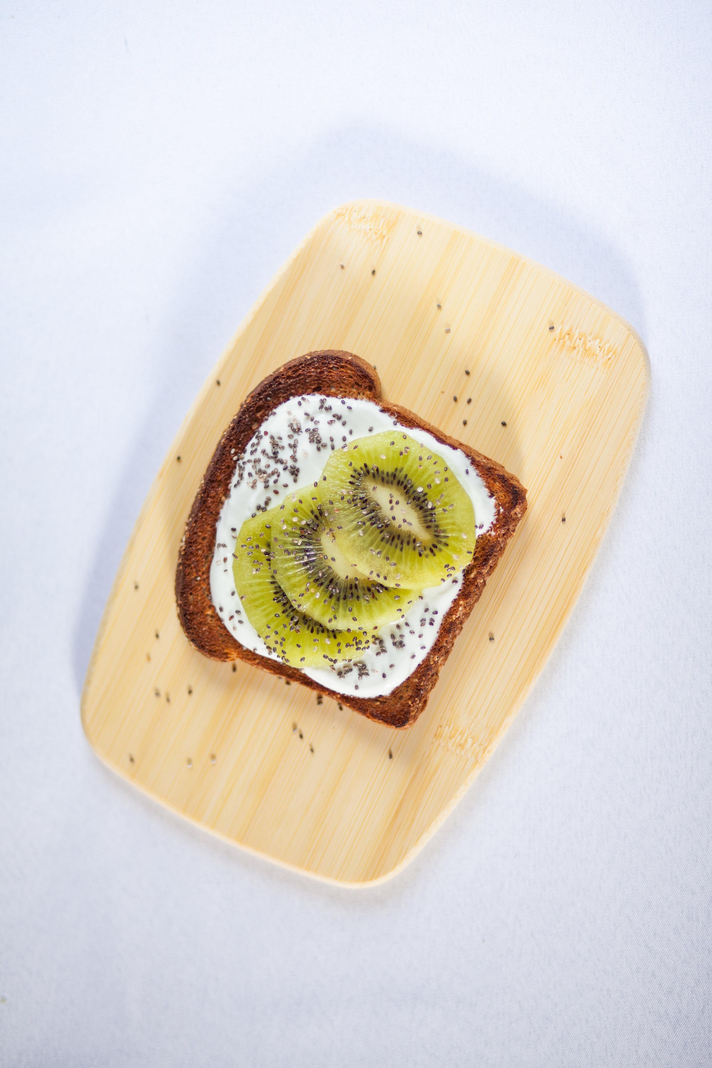 Toast topped with greek yogurt and kiwi