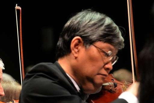 6 APRIL 2019 :  YU ZHAO GU , first violinist for the Symphony of Southeast Texas, died of a heart attack onstage at the Julie Rogers Theatre in Beaumont. His violinist wife was at his side when he collapsed. He was sixty.