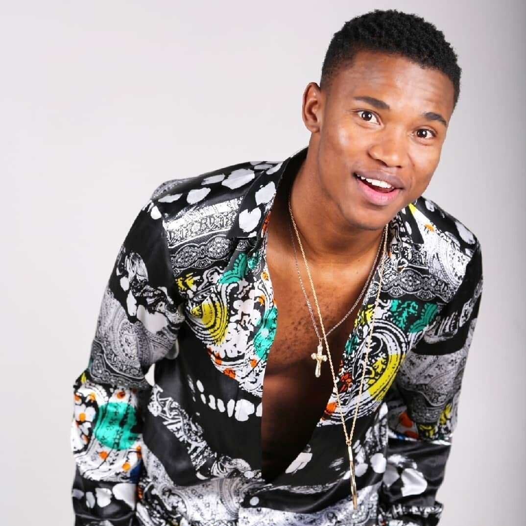 12 SEPTEMBER 2019:  South African singing star  THAMI SHOBEDE , a runner-up on the reality series  Idols SA , died in a Pretoria hospital after collapsing onstage days earlier. He was thirty-one and had survived a road rage shooting in 2017.