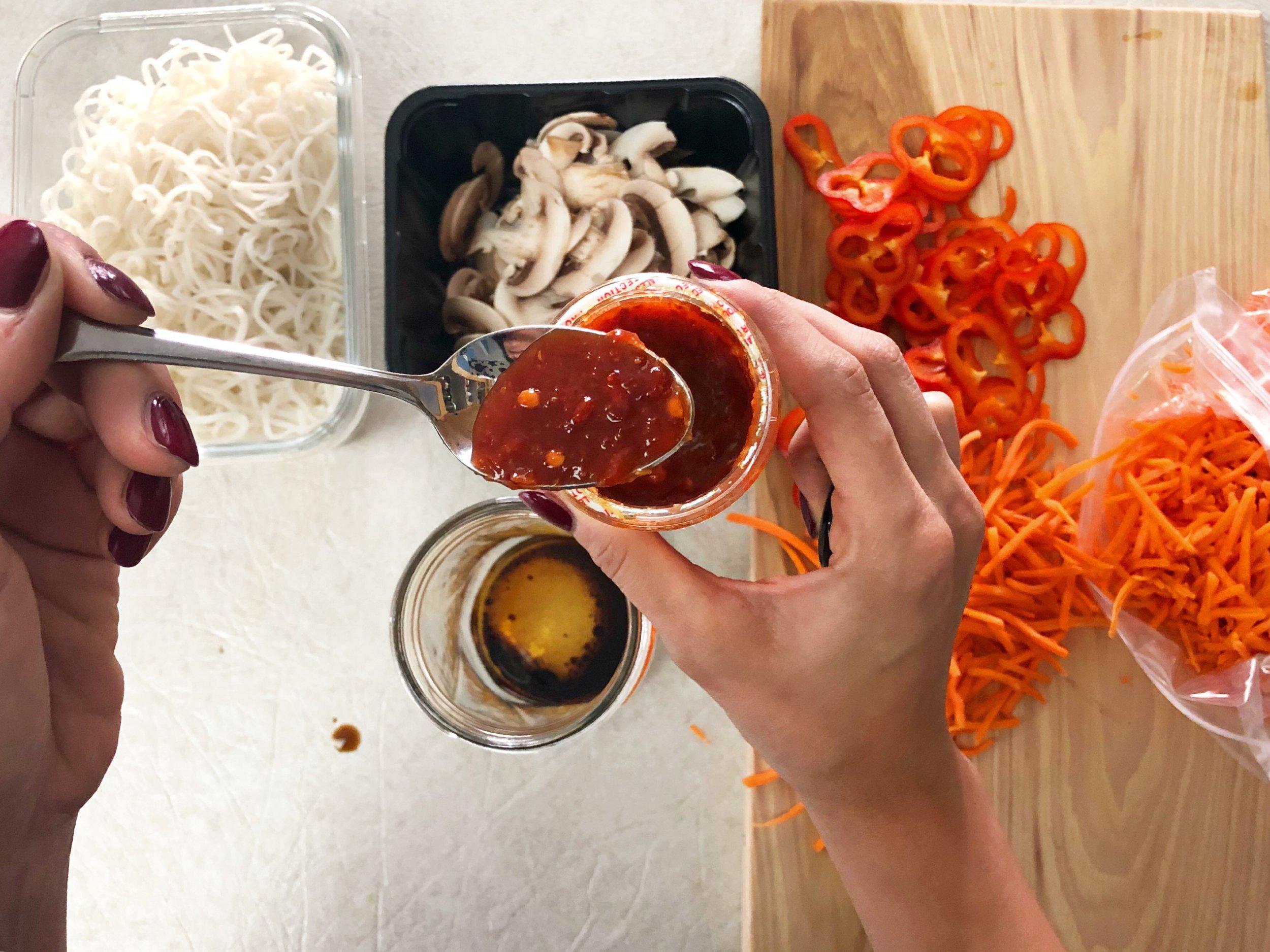 Bone broth ramen noodle jars, meal prep recipe 3